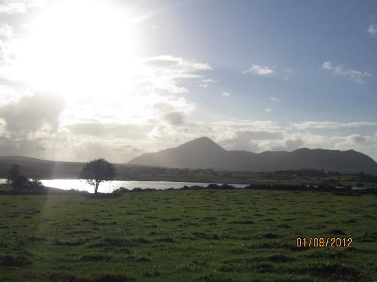 Liscarney, İrlanda: view of Croagh Patrick from back of Old Mike's Cottage
