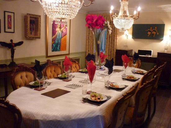 Wyck Rissington, UK: Dinner is served in the dining room