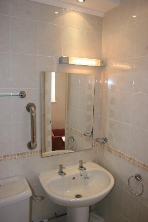 Three Gables: ground floor bathroom 2