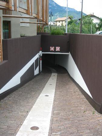 Napura Art & Design Hotel: Parkeergarage
