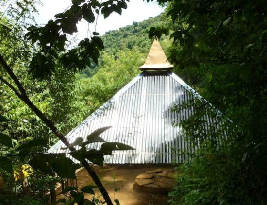 Kaalpul Atitlan Eco Hotel & Spa: A special pyramid protects the AUTHENTIC Maya ceremonial site