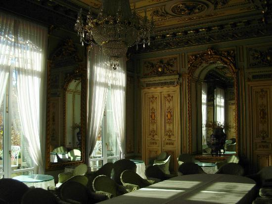 Continental Palacete: The dining room and public rooms are like a mini palace