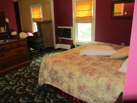 Twin Oaks Inn: Room # 4
