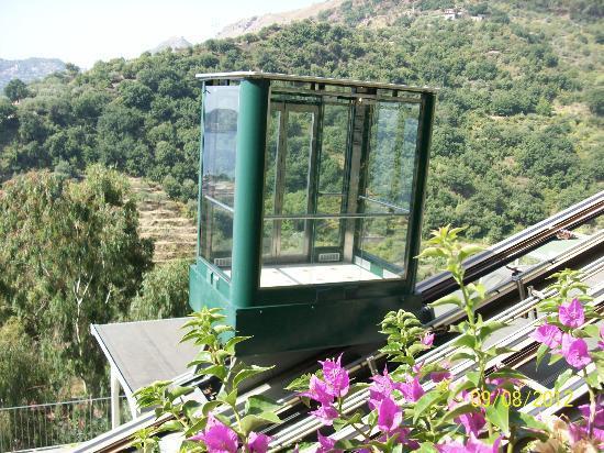 Le Terrazze: ascensore panoramico per scendere e salire dalle camere ....