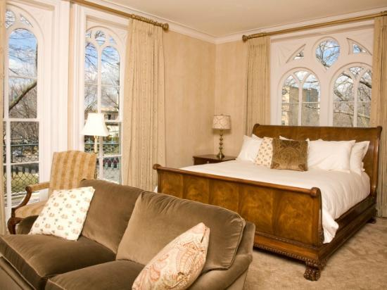 Mansion Hill Inn: Elegant Guest Room