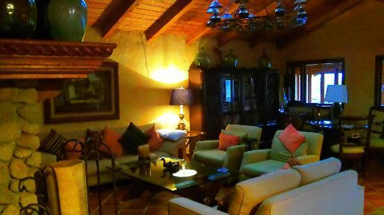 Hostal Casona de Manzano: sala de estar