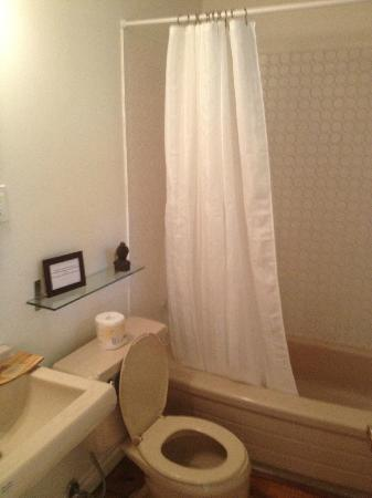 Glenn-Burney Lodge: Bathroom