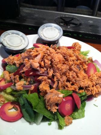 Bullfrog Brewery: fantastic smoked salmon salad!