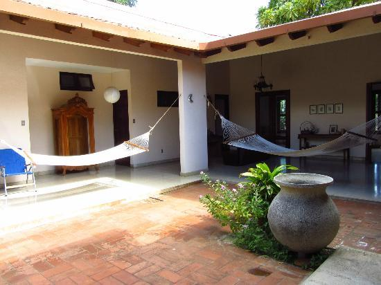 Los Mapachines Terraza Hotel: Open courtyard
