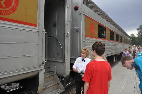 جراند كانيون ريلوي هوتل: Loraine On The Train Was Awesome