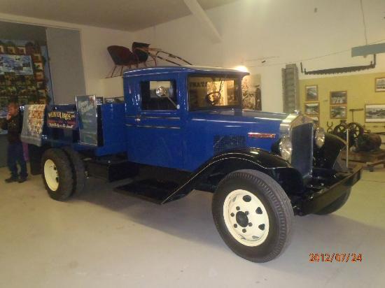 Alaska Museum of Transportation and Industry : Restored Kenworth