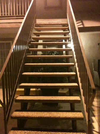 Hotel 414 Anaheim: The outdoor staircase that's slanted at the top landing.