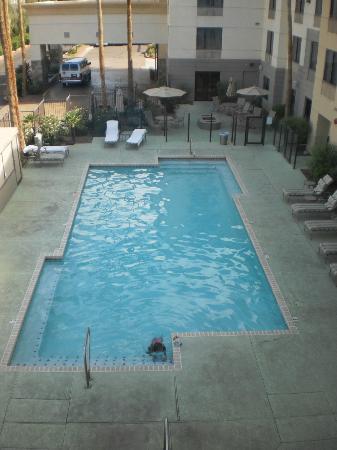 Hampton Inn Phoenix-Biltmore: Pool