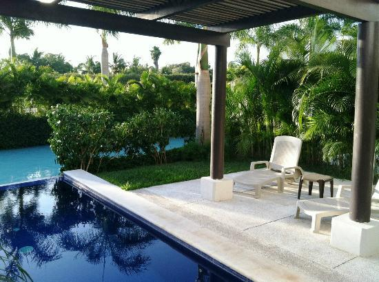Taheima Wellness Resort & Spa: Private pool outside our suite