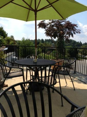 Tower Hill Botanic Garden: Twigs cafe, outdoor patio