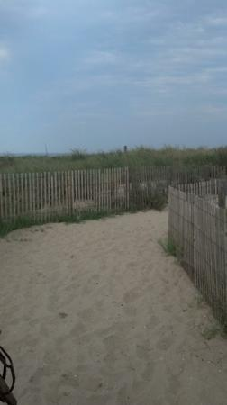 Holiday Inn Ocean City: path leading to beach from hotel