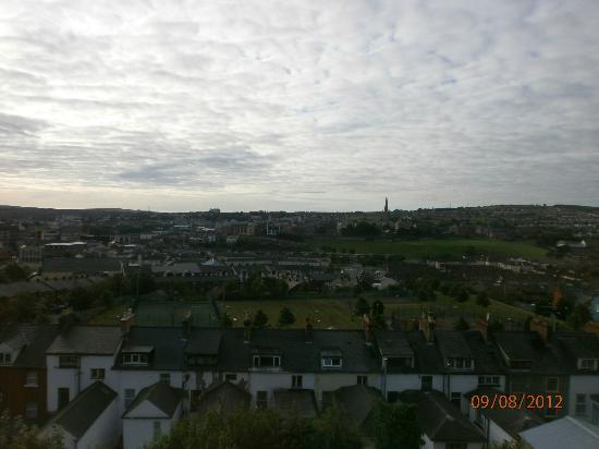 Serendipity House: Splendid view of Derry