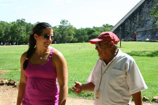 Casa Hamaca Guesthouse: Chichen Itza guide Willie - Red Cap!