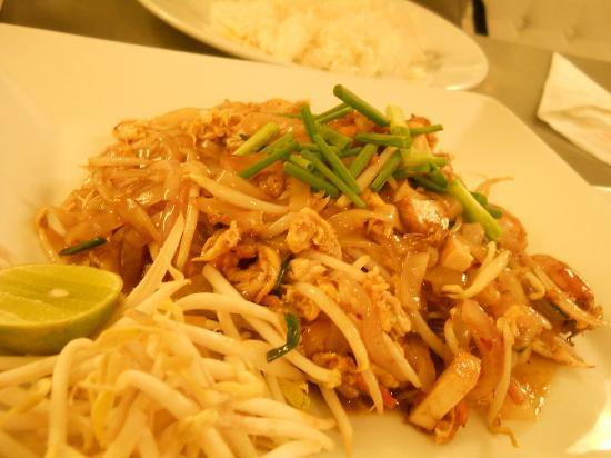 myhotel Pratunam: very delicious pad thai from their resto