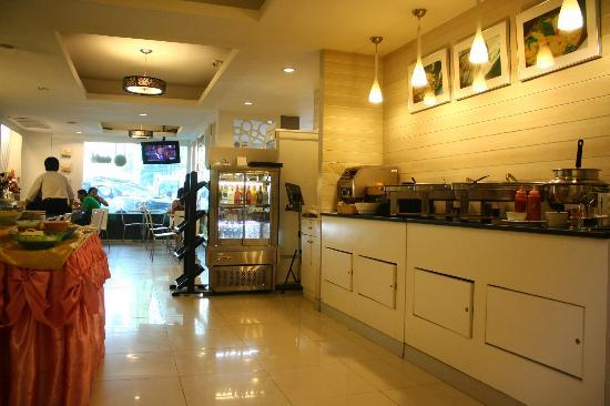 myhotel Pratunam: breakfast buffet area