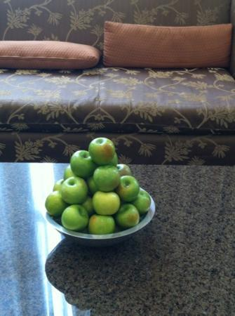 Hotel Teatro: An apple a day!