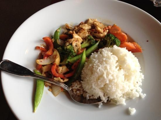 NaRai Thai Restaurant: stir-fry vegetables with chicken