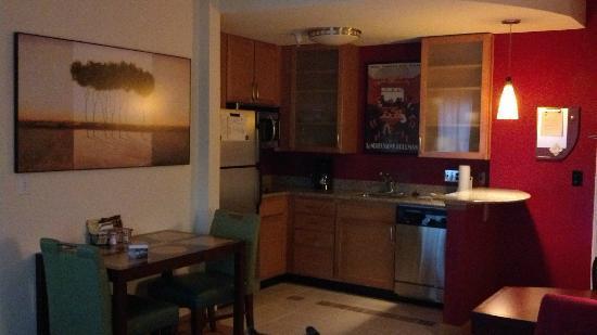 Residence Inn Waynesboro: Kitchen