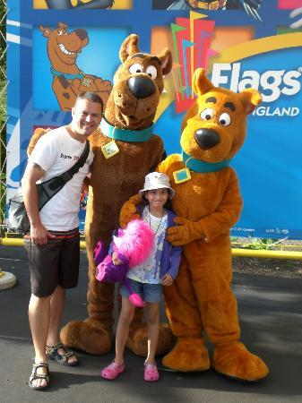 ‪‪Six Flags New England‬: With Scooby and Scrappy Doo....‬