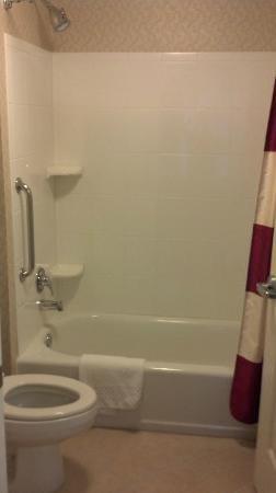 Residence Inn Waynesboro: Tub