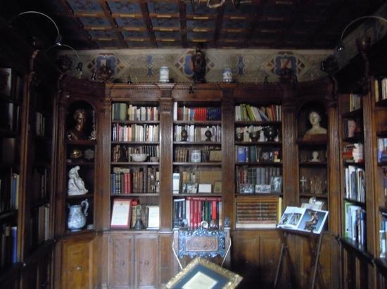 Castelletto di Montebenichi: biblioteca