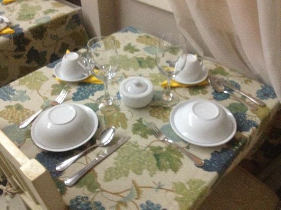 Mito Casa Hotel: Mesa para café da manhã! Um charme!