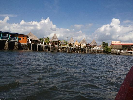 San Lorenzo, ฮอนดูรัส: View of the restaurant from the water
