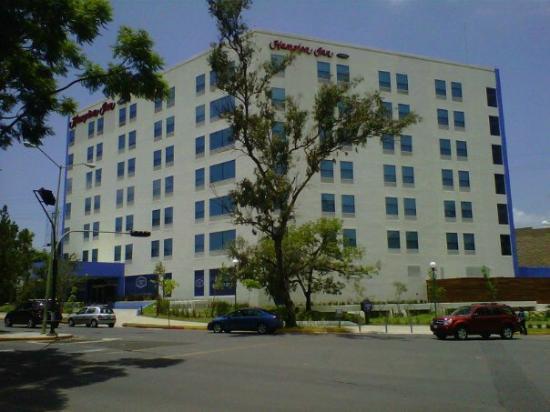 Hampton Inn by Hilton Guadalajara/Expo: Fachada