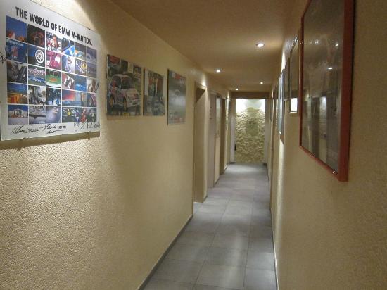 Hotel Hüllen: Corridor of motoring memorabillia