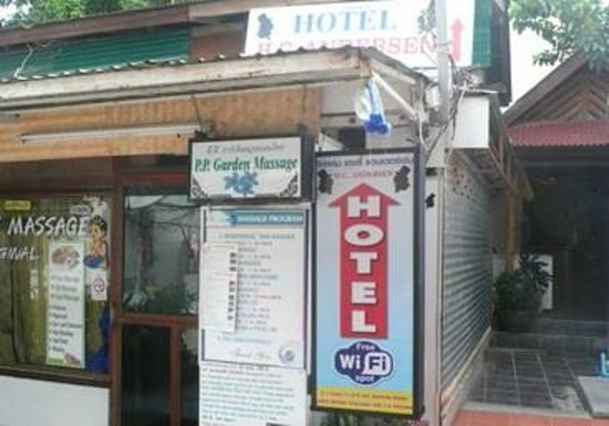 Flashpackers Hotel :                   entrance