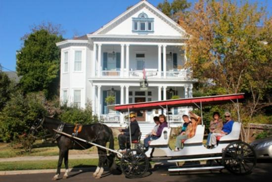 Bisland House Bed and Breakfast: Historic Carriage Rides Available