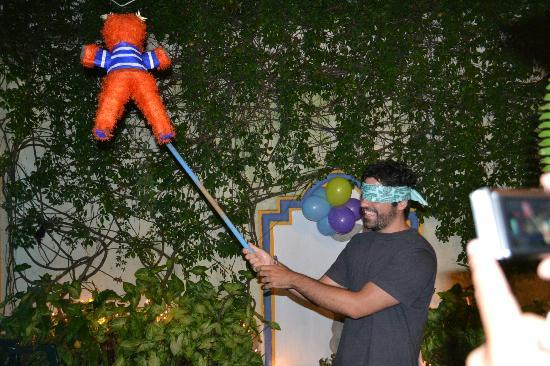 Banana Azul Hostel: Jose trying to find his surprise pinata hung in the shared courtyard