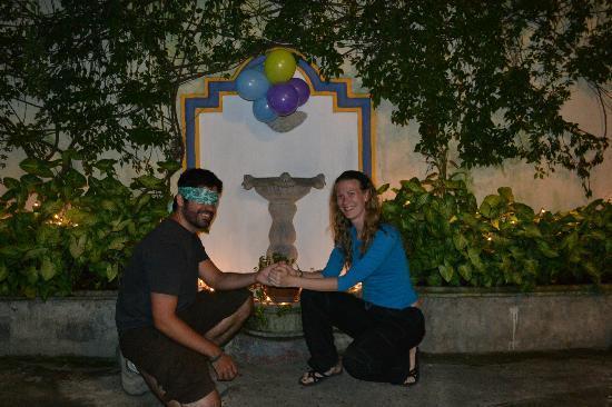 Banana Azul Hostel: Fountain in courtyard