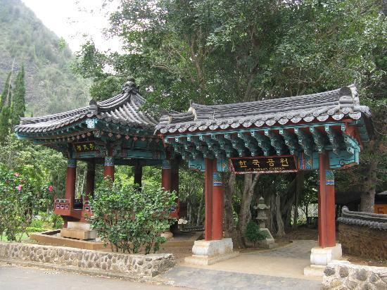 Kepaniwai Park & Heritage Gardens: Korean garden at Kepaniwai Heritage Gardens, Maui, HI