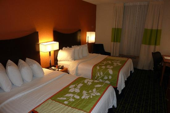 Fairfield Inn & Suites Orlando Lake Buena Vista: Extremely comfy and CLEAN beds