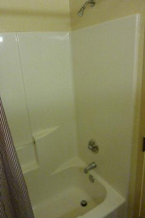 Extended Stay America - Pensacola - University Mall: Bathroom