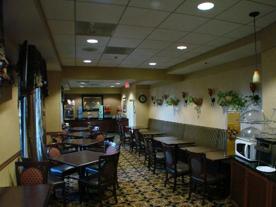 Hampton Inn Washington-Dulles Int'l Airport South: typical Hampton Inn breakfast is adequate