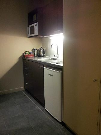 Airport Christchurch Luxury Motel & Apartments: The All Convenient Kitchen