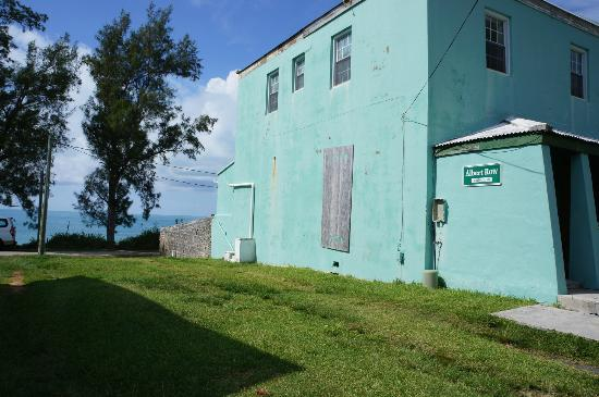 Hamilton, Islas Bermudas: Find this building when you get off the bus and walk to the back and right and look for small st