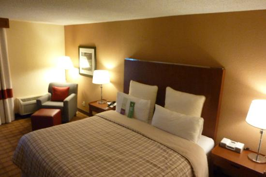 Four Points by Sheraton Houston Citycentre : bed