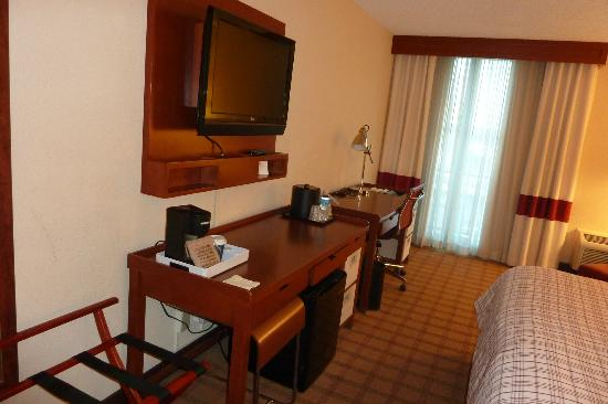 Four Points by Sheraton Houston Citycentre : tv