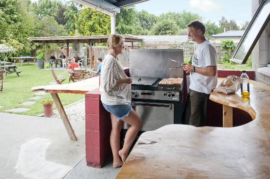 Happy Apple Backpackers: The large BBQ for cooking delicious New Zealand sausages