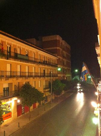 Los Jandalos Jerez: View from the room of the street and building across the street