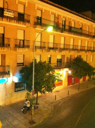 Hotel Los Jandalos Jerez: View from the Room 1 (Building across the street)