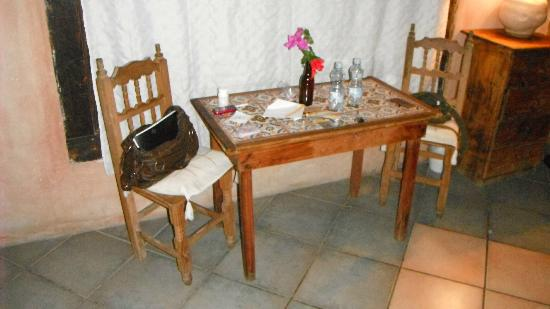 Casitas Kinsol: small eating area
